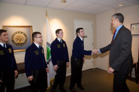 01152014 - AD at Meeting & Photo w Future Farmers of America Student Officers